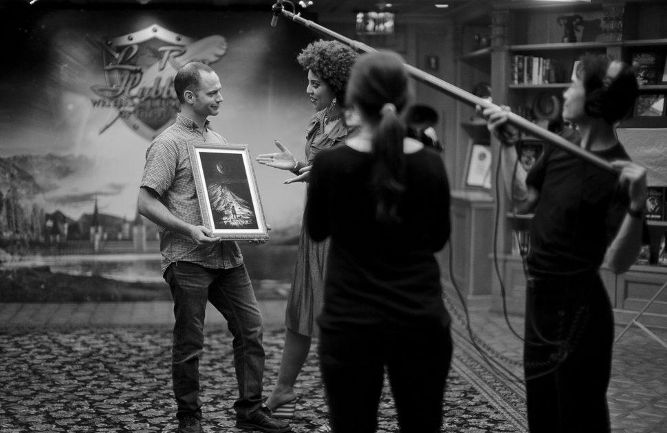 Stephen Lawson being interviewed by Joy Villa. Photo by Thorsten Overgaard.