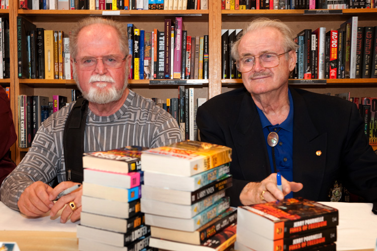 Larry Niven and Jerry Pournelle at a book signing